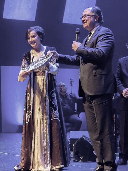 سفير المملكة المغربية بلاهاي يكرم المسار الفني للمطربة كريمة الصقلي